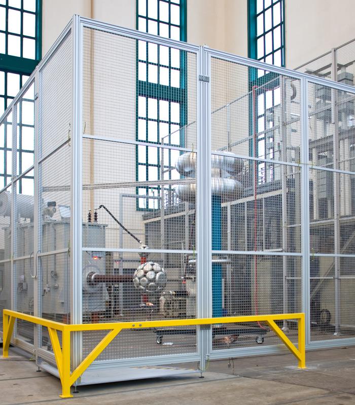 Individuell anpassbare Schutzzaun-Elemente: Stützen | Rahmen mit Flächenelementen | Schwenk-, Schiebe- u. Hubtüren